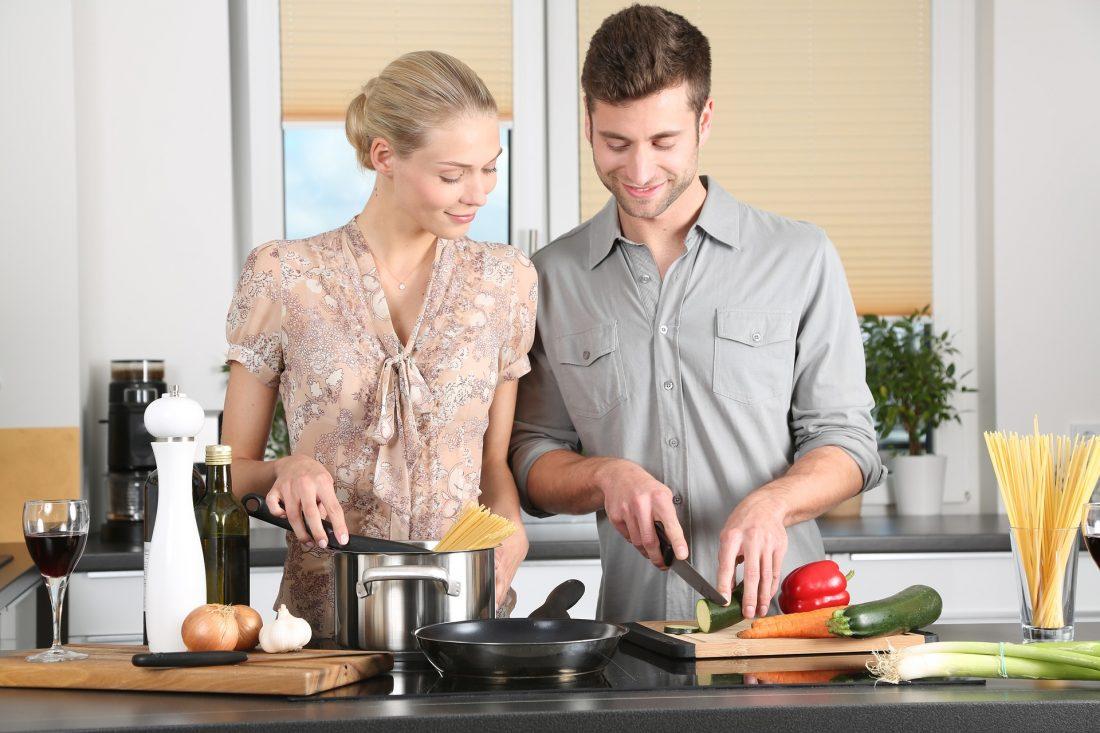 Eten koken en warm houden met warmhoudbakken
